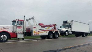 Heavy duty truck hauling - semi truck towing service - commercial truck towing service